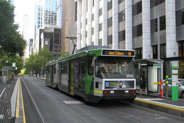 B2.2020 heads north on route 58 at William and Little Bourke Street