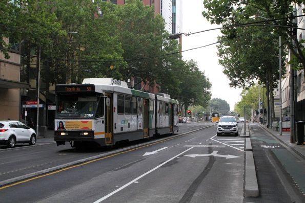 B2.2059 heads south on route 58 at William and Lonsdale Street