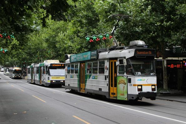 Z3.128 heads north on route 72 at Swanston and Lonsdale Street
