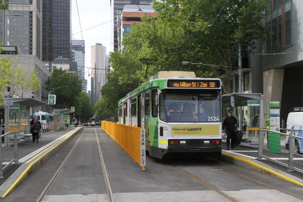 B2.2124 heads north on route 58 at William and La Trobe Street