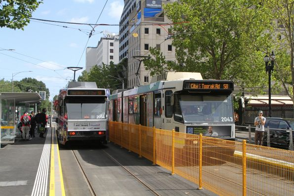 B2.2043 heads south on route 58 at William and La Trobe Street