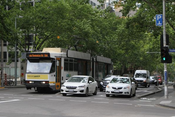 B2.2107 heads north on route 58d at William and Bourke Street