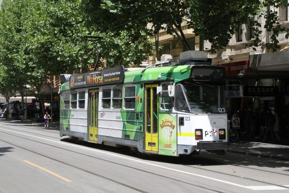 Z3.123 heads north on route 72 at Swanston and Little Collins Street
