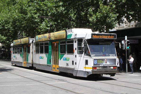 B2.2032 heads north on route 64 at Swanston and Bourke Street