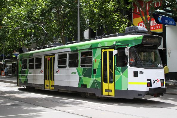 Z3.186 heads south on route 64 at Swanston and Bourke Street