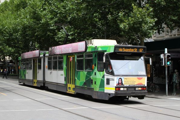B2.2086 heads north on route 67 at Swanston and Bourke Street