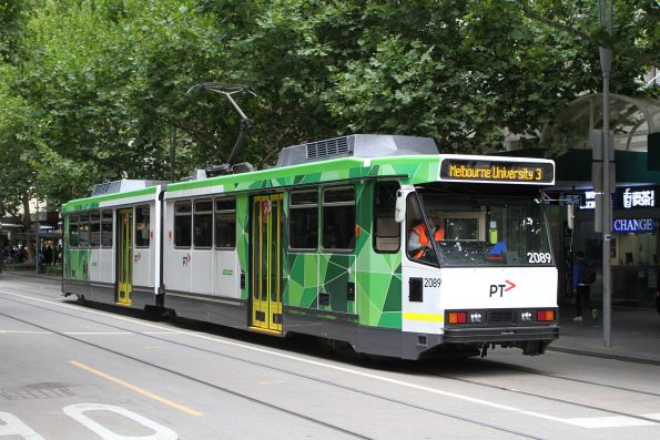 B2.2089 heads north on route 3 at Swanston and Bourke Street
