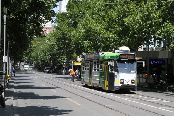 Z3.230 heads north on route 1 at Swanston and Lonsdale Street