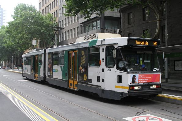 B2.2041 heads south on route 58 at William and Bourke Street