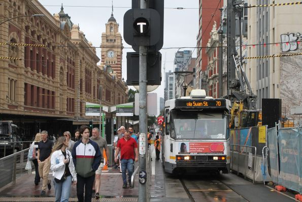 A2.294 heads east on route 70 at Flinders and Swanston Street