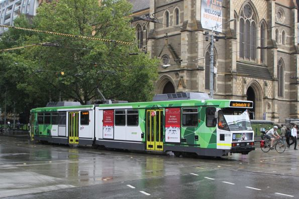 B2.2018 heads south on route 67 at Swanston and Flinders Street