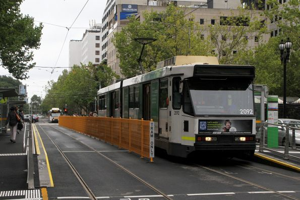 B2.2092 heads south on route 58 at William and Little Lonsdale Street