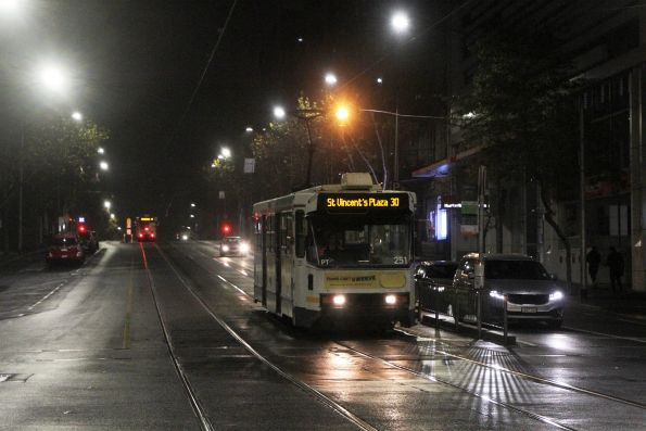 A1.251 heads east on route 30 at La Trobe and Queen Street