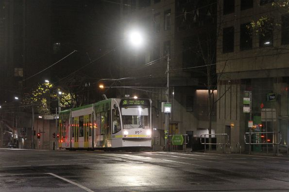 D1.3511 heads north on route 58 at William and Collins Street