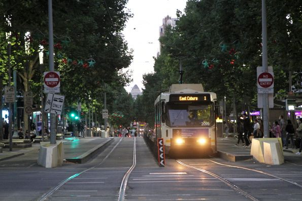 B2.2098 heads north on route 1 at Swanston and La Trobe Street