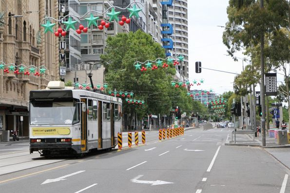 A2.298 heads west on route 70 at Flinders and Russell Street