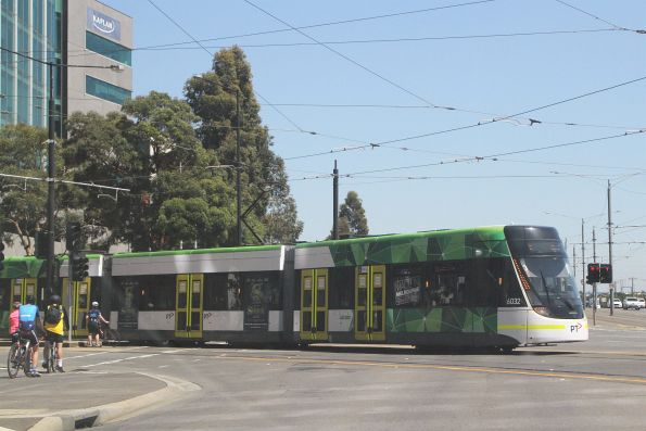 E.6032 on route 86 at Docklands Drive and Harbour Esplanade