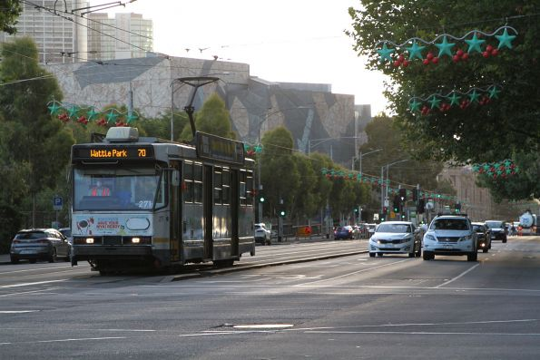 A2.271 heads east on route 70 at Flinders and Exhibition Street