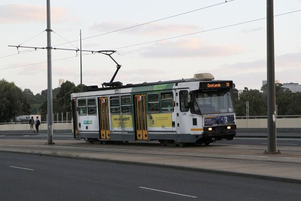 A2.282 heads north on route 70 at Exhibition and Flinders Street