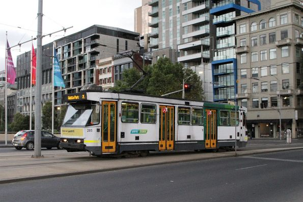 A2.285 heads south on route 70 at Exhibition and Flinders Street