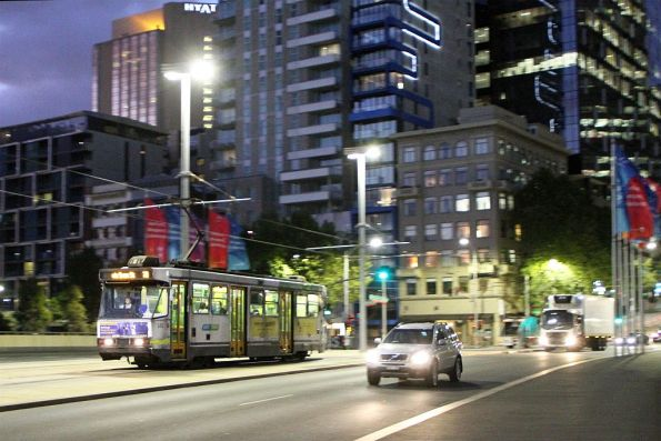 A2.282 heads south on route 70 at Exhibition and Flinders Street