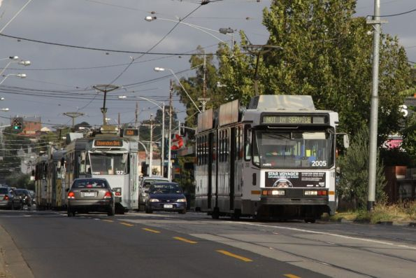 B2.2005 heads west on Maribyrnong Road bound for West Maribyrnong, on the way to Essendon Depot