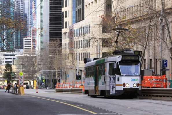 Z1.39 northbound at William and Collins Street with a route 67a service