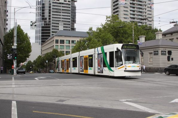 D2.5007 heads east on La Trobe Street at William Street