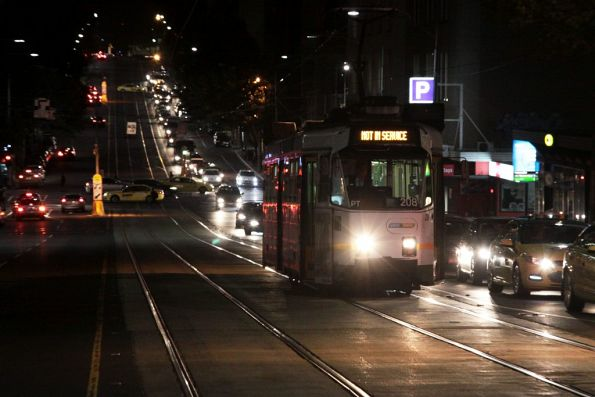 Z3.208 heads east along La Trobe Street
