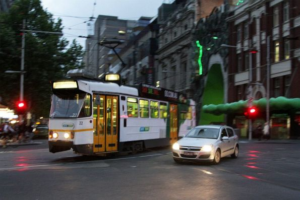 Z1.22 turns from Swanston Street into La Trobe