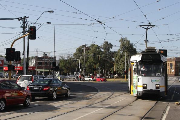 Z3.147 on route 8 turns from Kings Way into Sturt Street