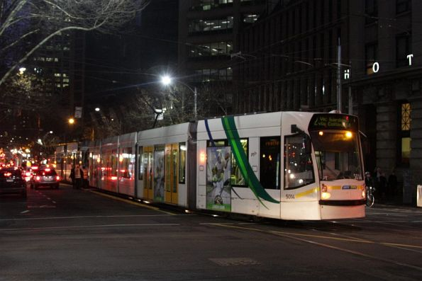 D2.5014 on route 12 hangs into the Spencer and Collins Street intersection, due to the failed tram ahead