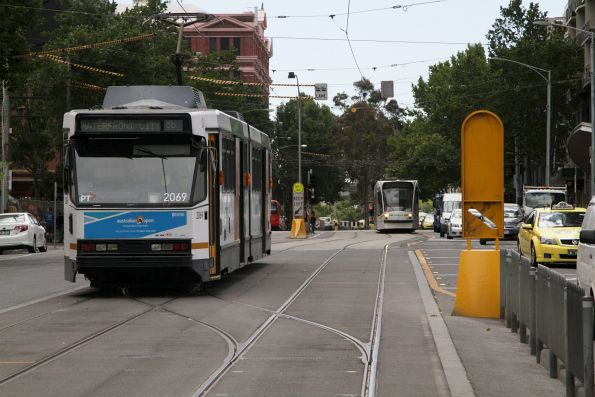 D2.5017 heads south at Spencer and La Trobe Streets before forming a route 96 service