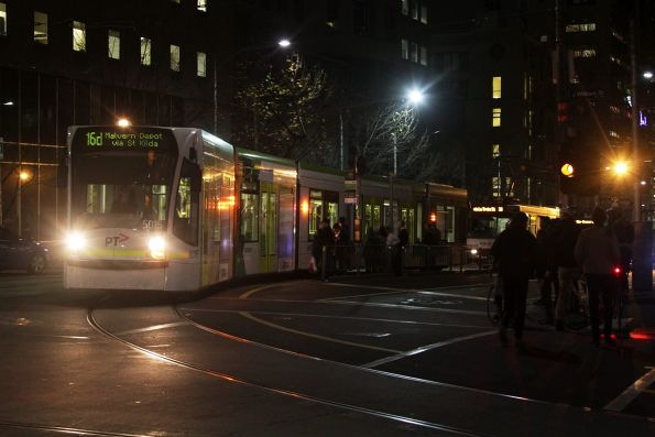 D2.5015 turns from La Trobe into William Street with a diverted route 16 service