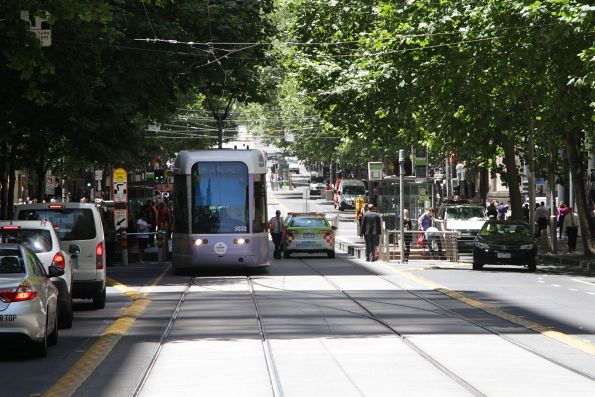 C.3032 heads back west on Collins Street at the Elizabeth Street crossover