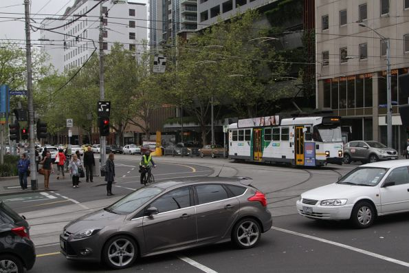 An out of service Z3.129 turns west from William into La Trobe Street