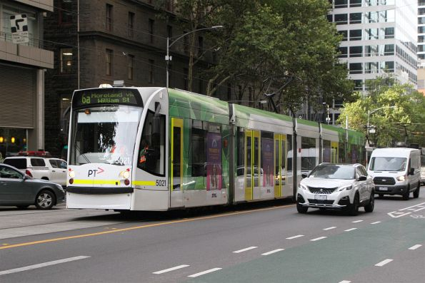D2.5021 heads north on route 64 at William and Little Bourke Street