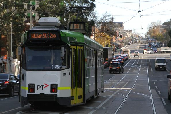 Z3.179 heads west along Victoria Street on a diverted route 58 service