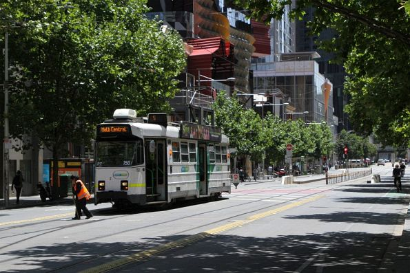 Driver of Z3.150 on route 5 throws the points at the Swanston and A'Beckett Street crossover