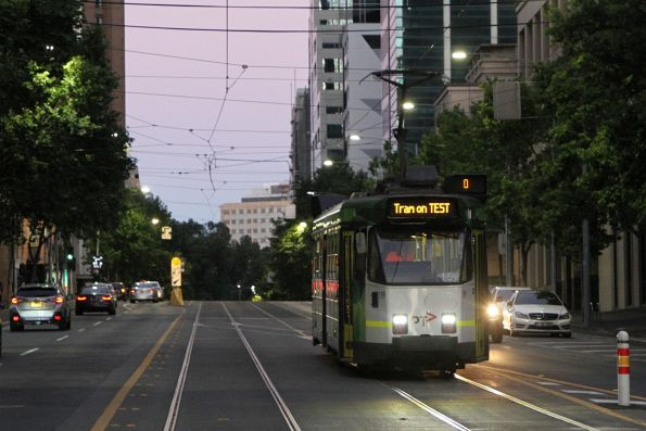 Z3.159 heads west on transfer at La Trobe and Swanston Street