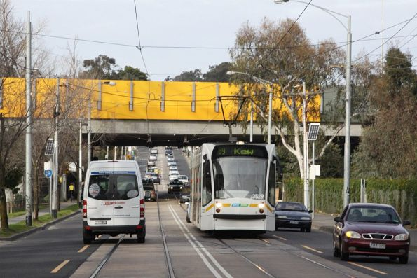 D1.3529 passes under the Monash Freeway, headed north on Glenferrie Road with a route 69 service