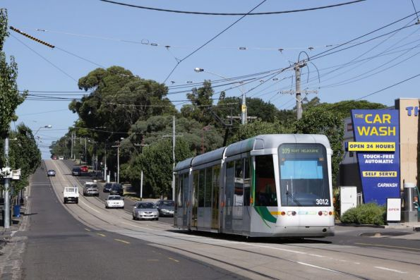 C.3012 with a citybound route 109 service on Whitehorse Road passes the new Deepdene crossover