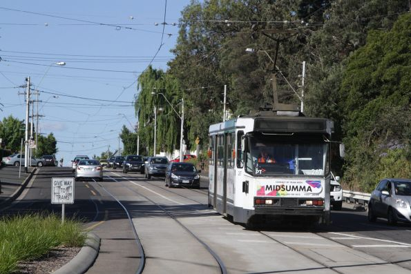 A2.267 arrives at Hawthorn Bridge with a route 48 service