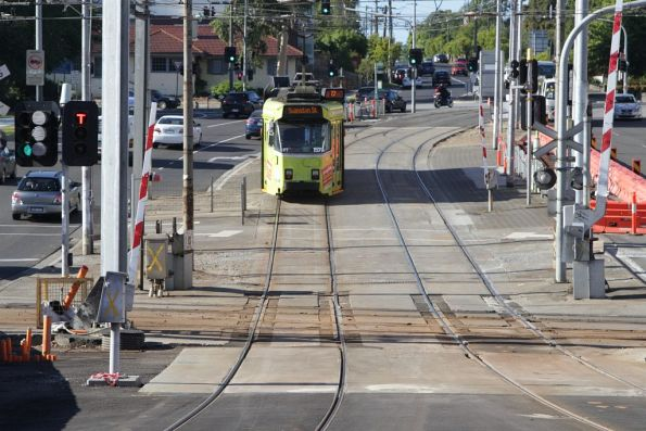 Z3.157 crosses the tram square at Gardiner on a citybound route 72 service