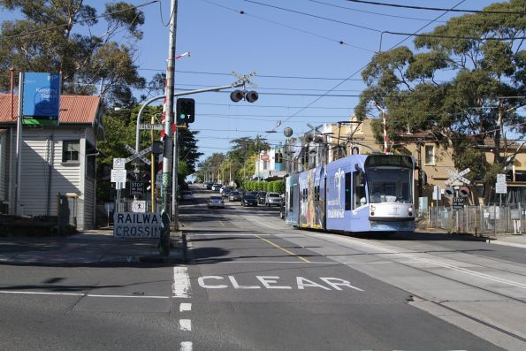 D1.3537 heads north over the Kooyong tram square on route 16 along Glenferrie Road
