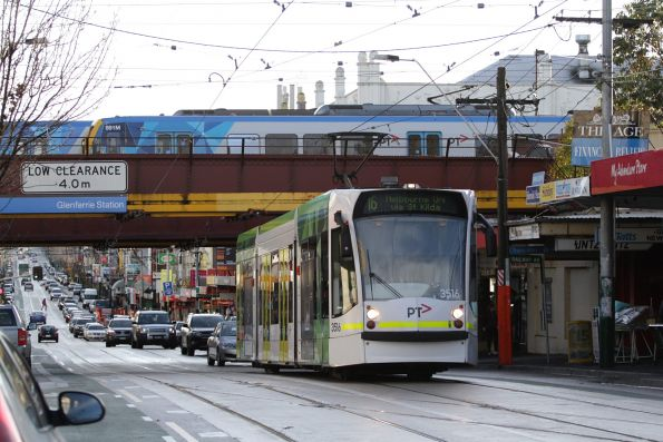 D1.3516 heads south on route 16 at Glenferrie station