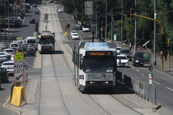 B2.2078 heads west on route 75 at Wellington Parade and Lansdowne Street