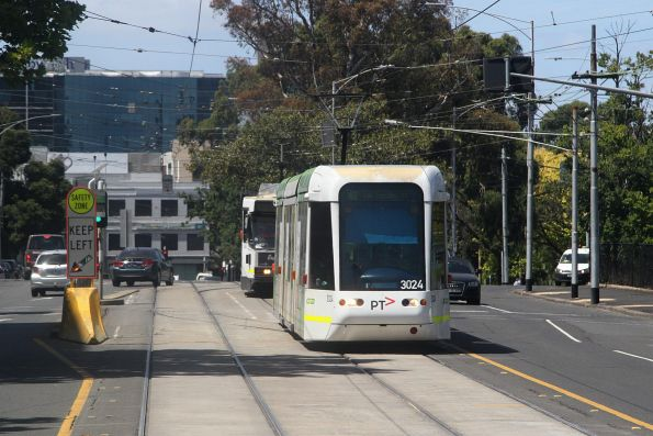 C.3024 heads west on route 48 at Wellington Parade and Simpson Street