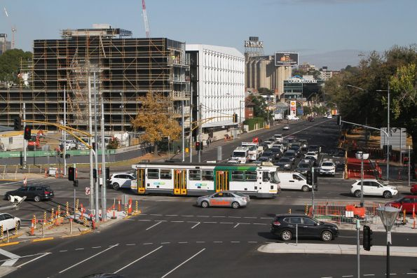 A1.259 heads west on route 70 at Swan Street and Punt Road