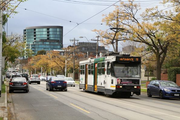 A1.254 heads west on route 70 along Riversdale Road in Camberwell